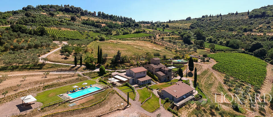 Stunning farmstead for sale in Chianti Image 1