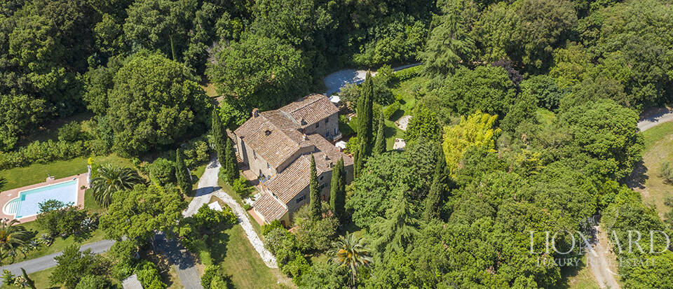 Lussuoso casale con agriturismo in Toscana Image 1