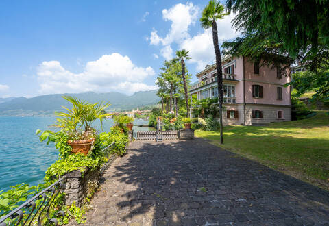exclusive estate by lake iseo