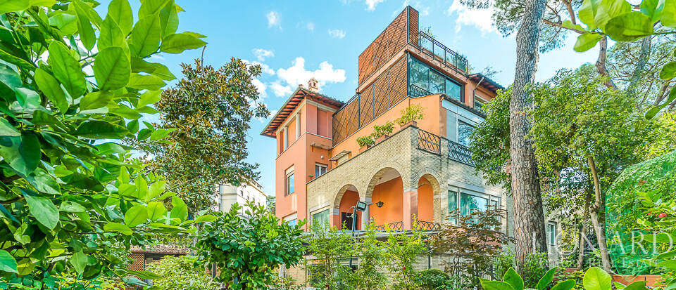 Luxurious villa for sale in Rome