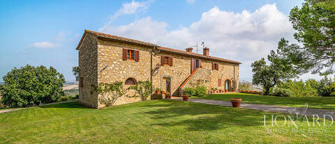 farmhouses for sale in italy tuscany villas for sale