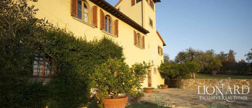LUXURY VILLAS FOR SALE IN TUSCANY NEAR FLORENCE Image 1