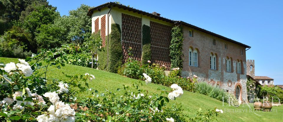 villa in lucca with park and lake