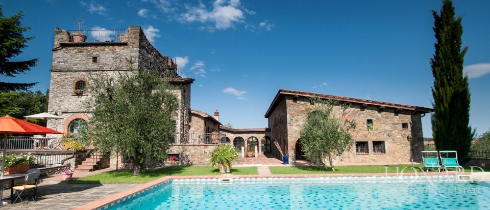 CHIANTI, LUXURY VILLA FOR SALE Image 1