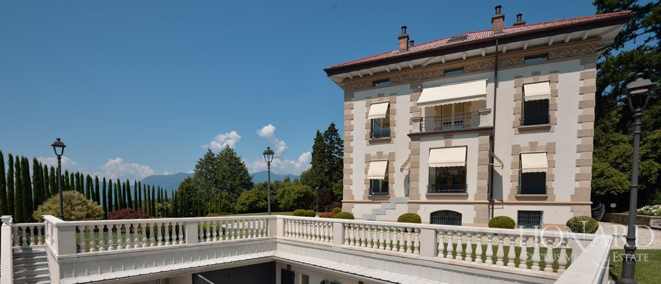 PRESTIGIOUS HOUSE FOR SALE IN LAKE MAGGIORE Image 1