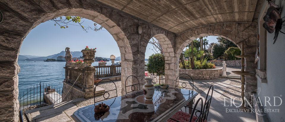 Lake Maggiore, luxury villa for sale Image 1
