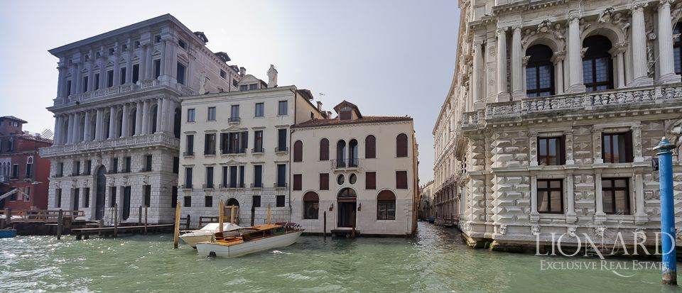Historic villa for sale in Venice Image 1