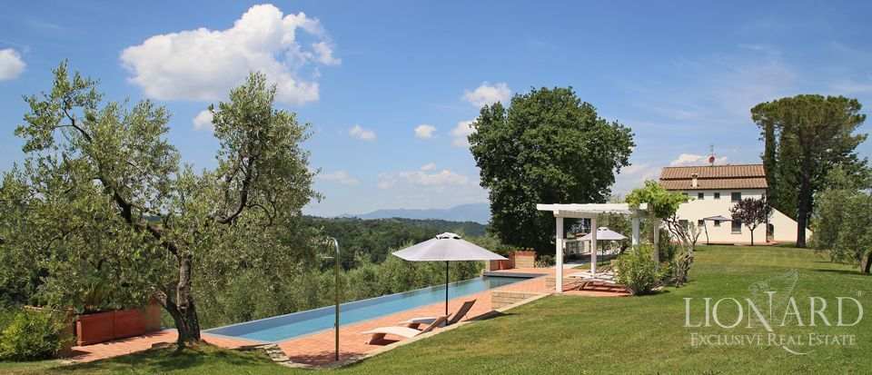 prestisjetunge estate i toscana for salg