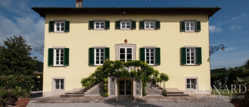 magnificent historic villa for sale in lucca