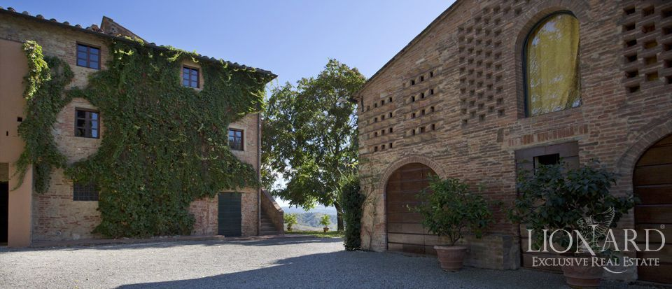 HISTORIC FARM FOR SALE IN TUSCANY Image 1