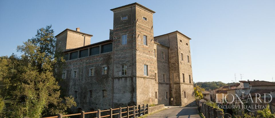 castle for sale in tuscany