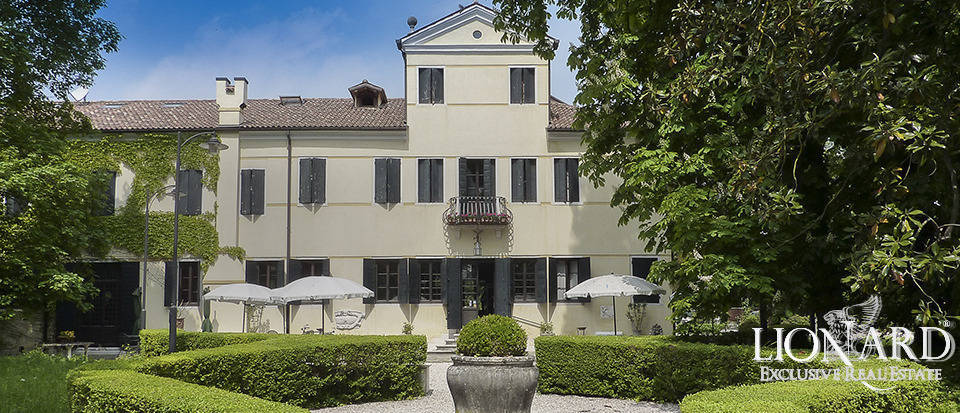 LUXURY VILLA FOR SALE IN VENICE Image 1