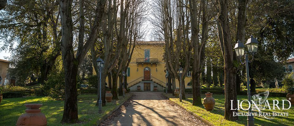 villa with swimming pool tuscany