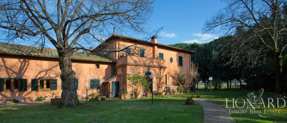 Luxury, prestigious villa for sale in Rome Image 1