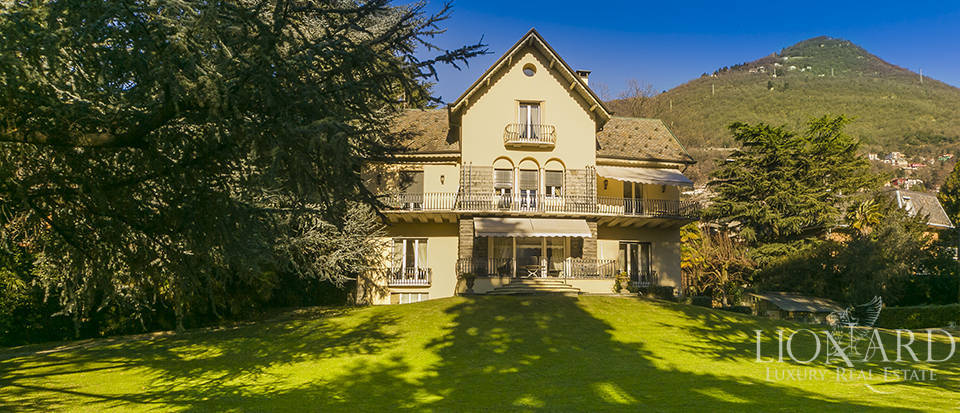 Luxury villa for sale on Lake Como Image 1