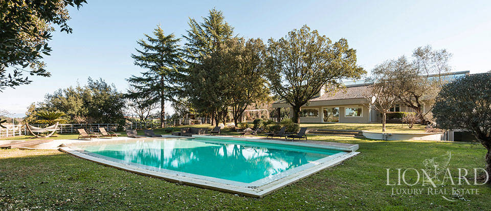 Luxury house with pool in Rome Image 1