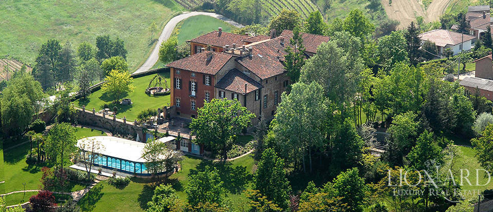 Prestigious castle for sale in Asti Image 1