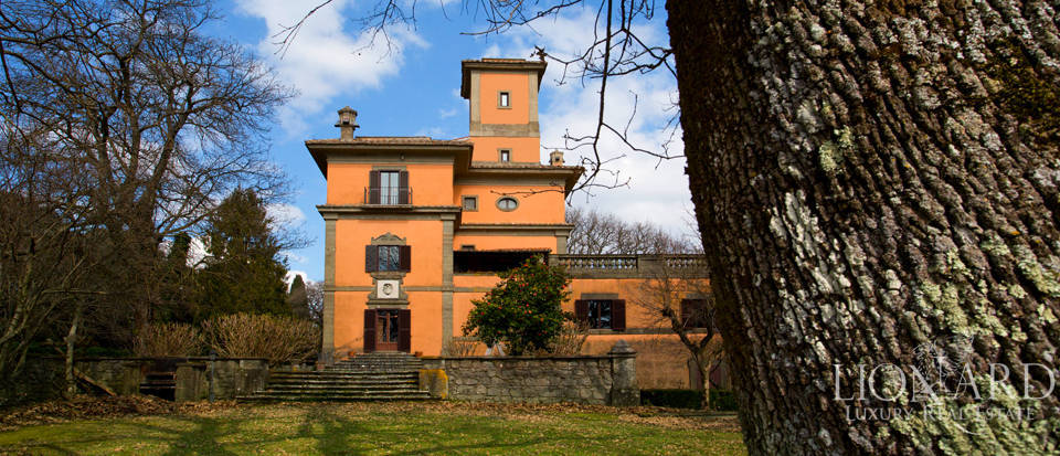 Luxury villa with turret for sale in Rome Image 1