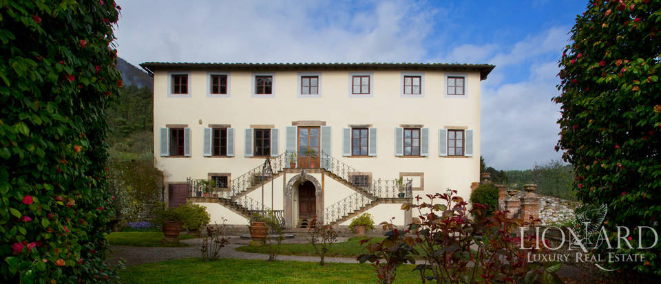 Historical luxury villa for sale in Lucca Image 1