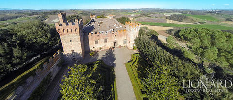 splendid castle for sale in tuscany