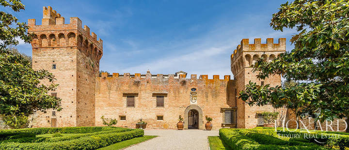 castle for sale in tuscany 1151