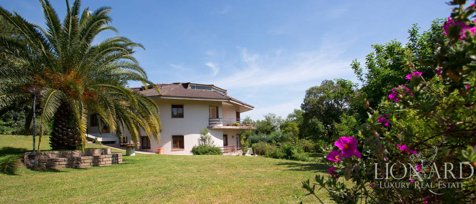 luxury home with park for sale in rome