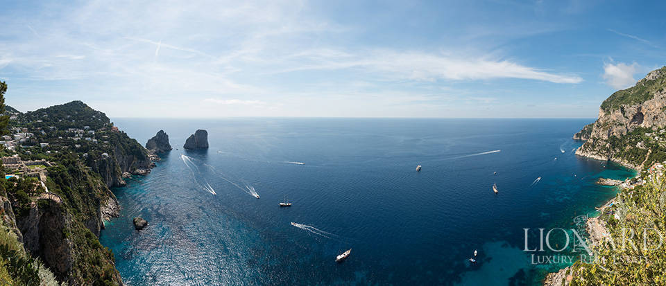Luxury Seaside Hotel in Capri Image 1