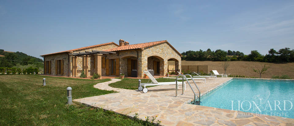 farmhouse with pool for sale near grosseto