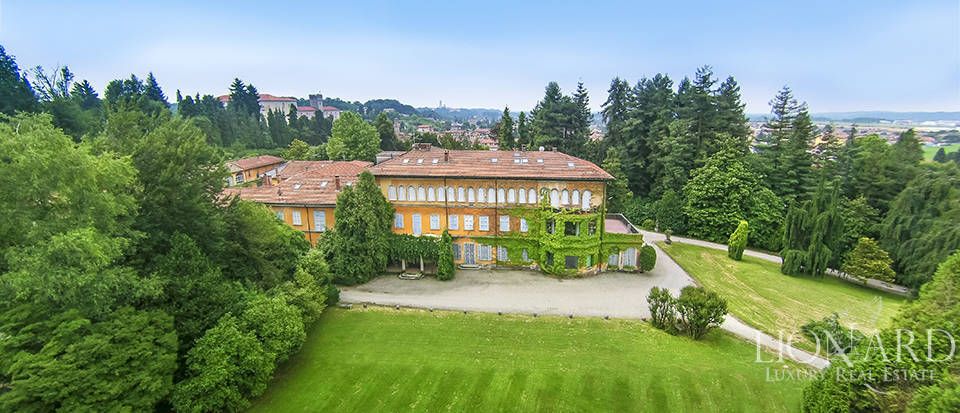 Historic Luxury Villa for Sale in Varese  Image 1