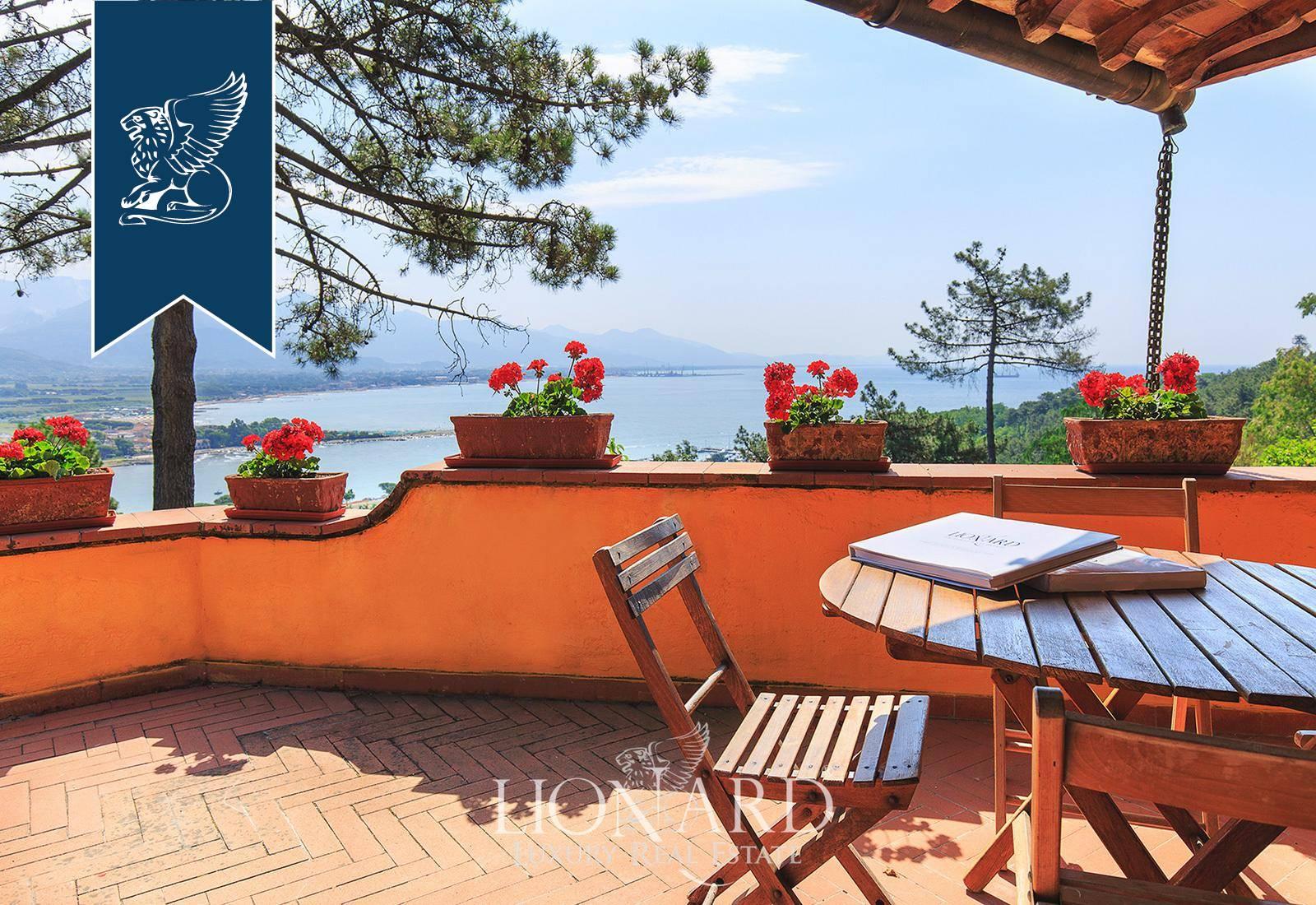 Villa in Vendita a Ameglia: 400 mq