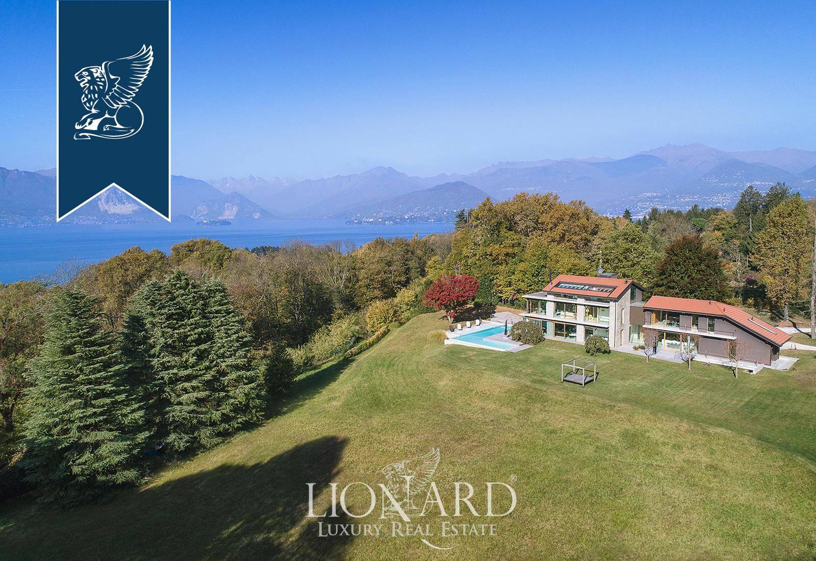 Villa in Vendita a Laveno-Mombello: 1000 mq