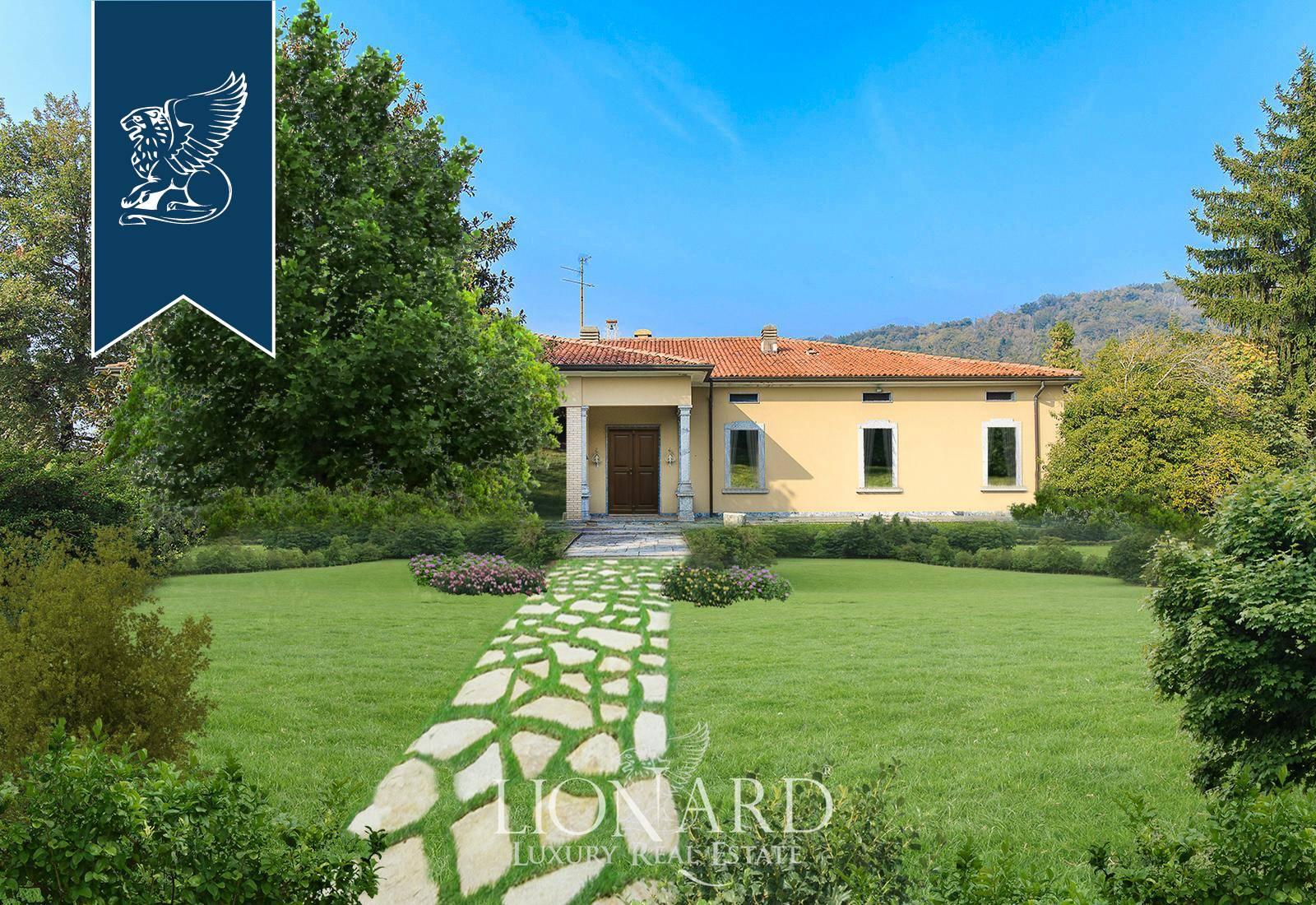 Villa in Vendita a Longone Al Segrino: 1500 mq