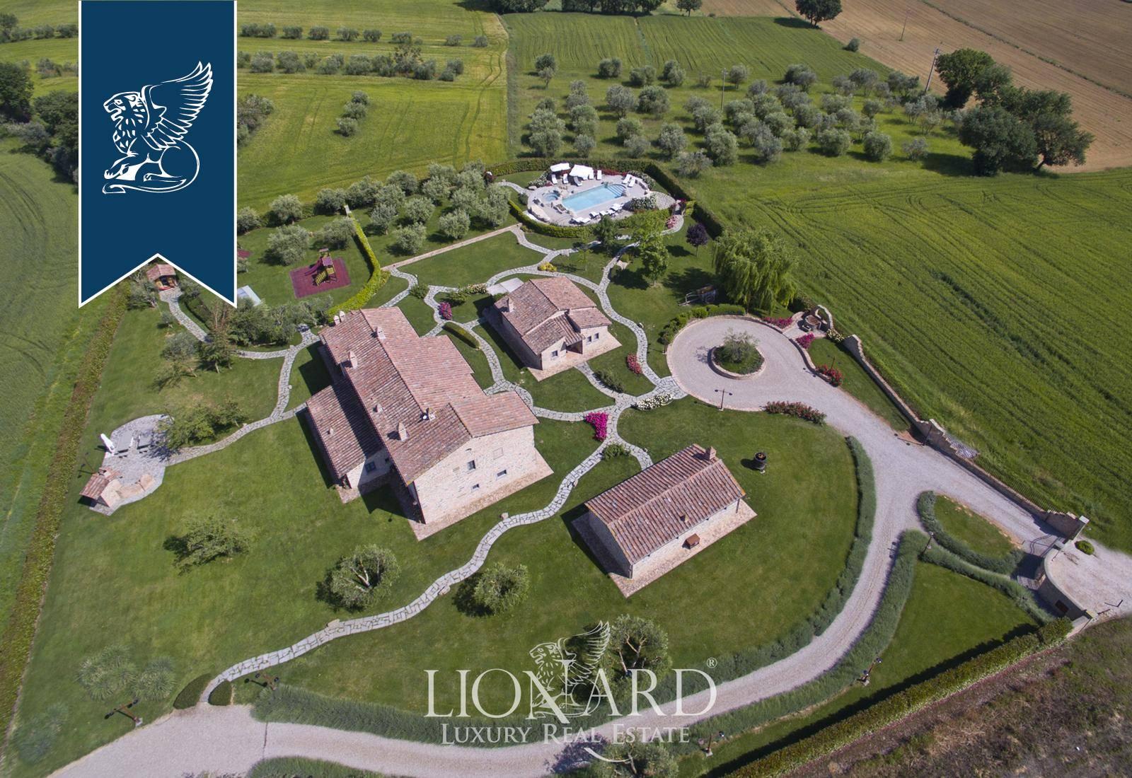 Villa in Vendita a Cortona: 700 mq