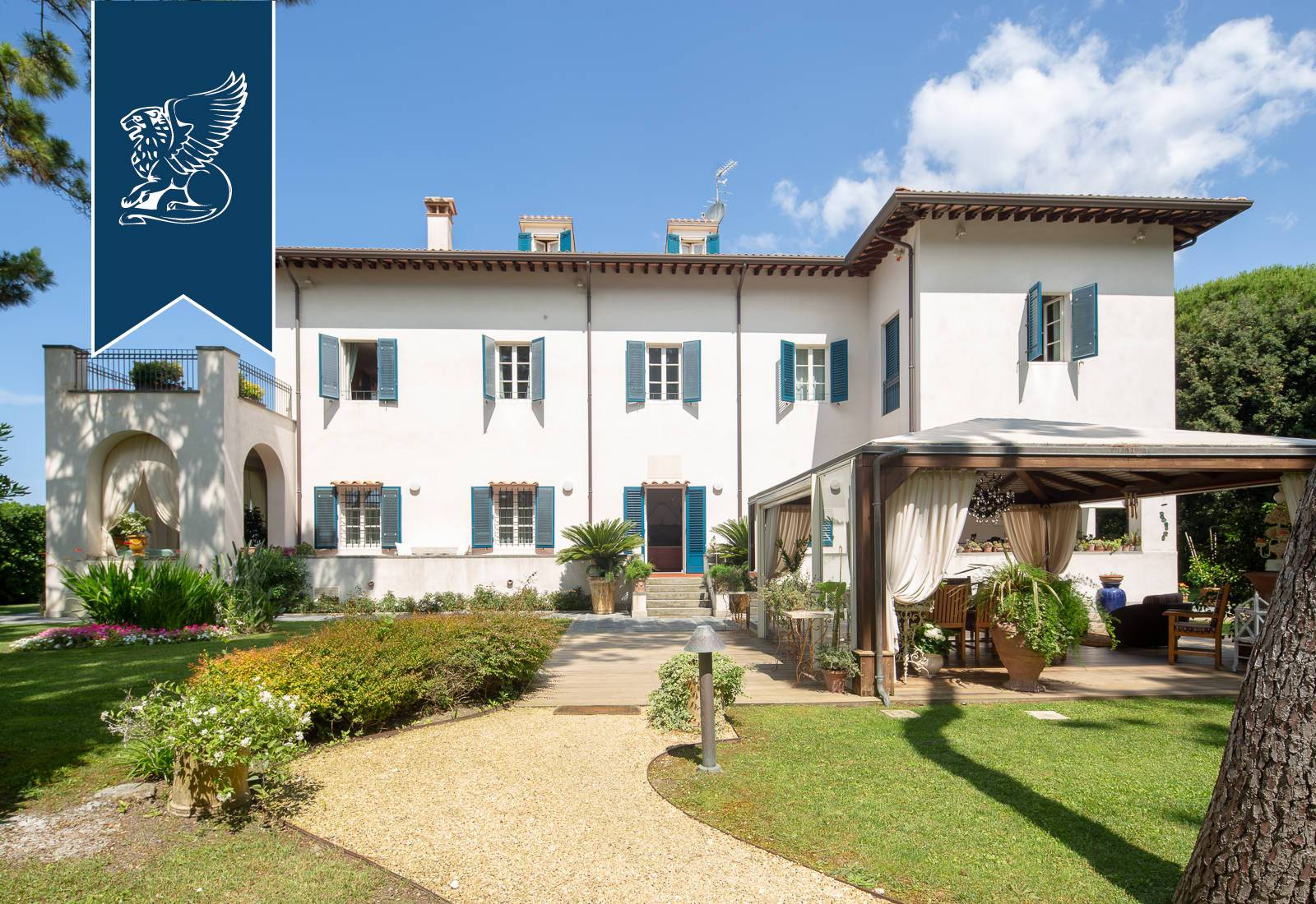 Villa in Vendita a Massa: 1000 mq