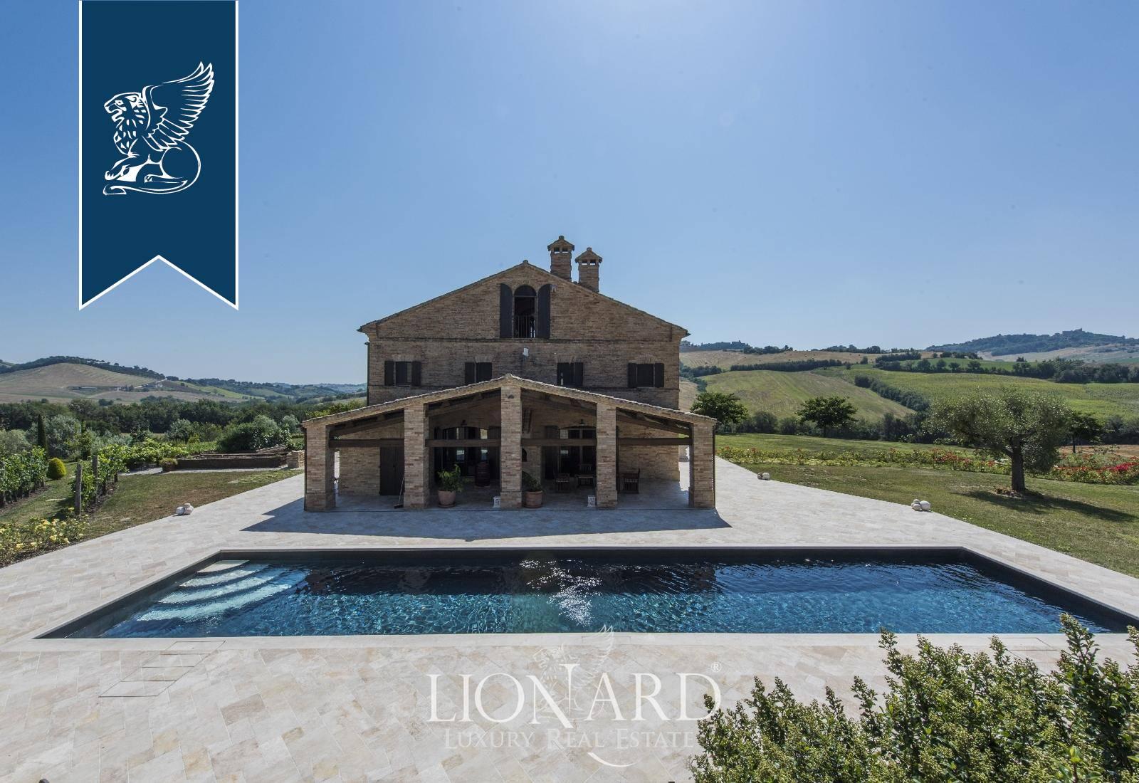 Villa in Vendita a Loro Piceno