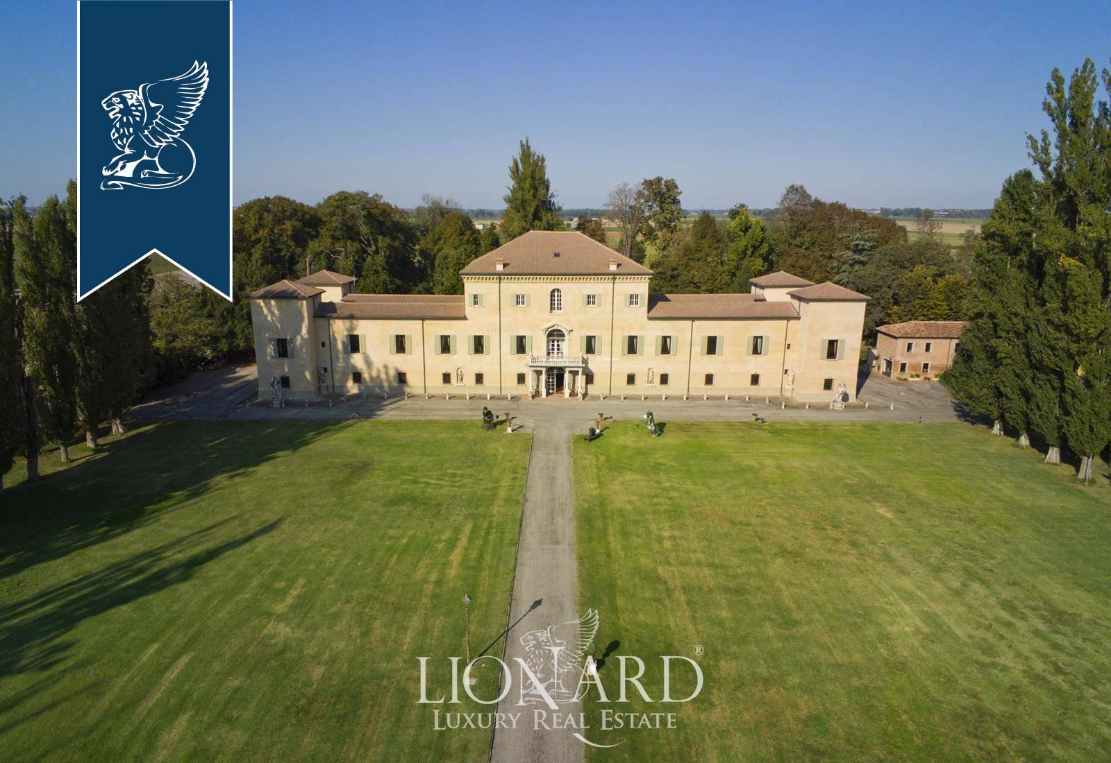 Villa in Vendita a Reggiolo: 4000 mq
