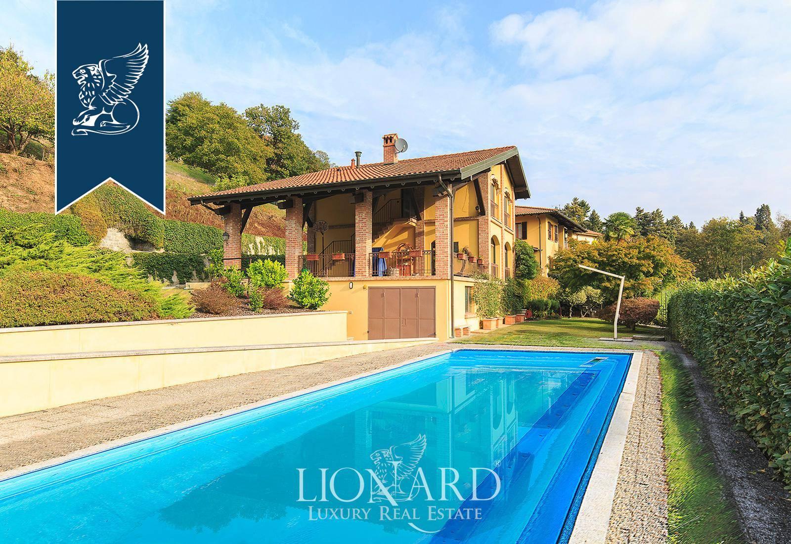 Villa in Vendita a Arona: 400 mq