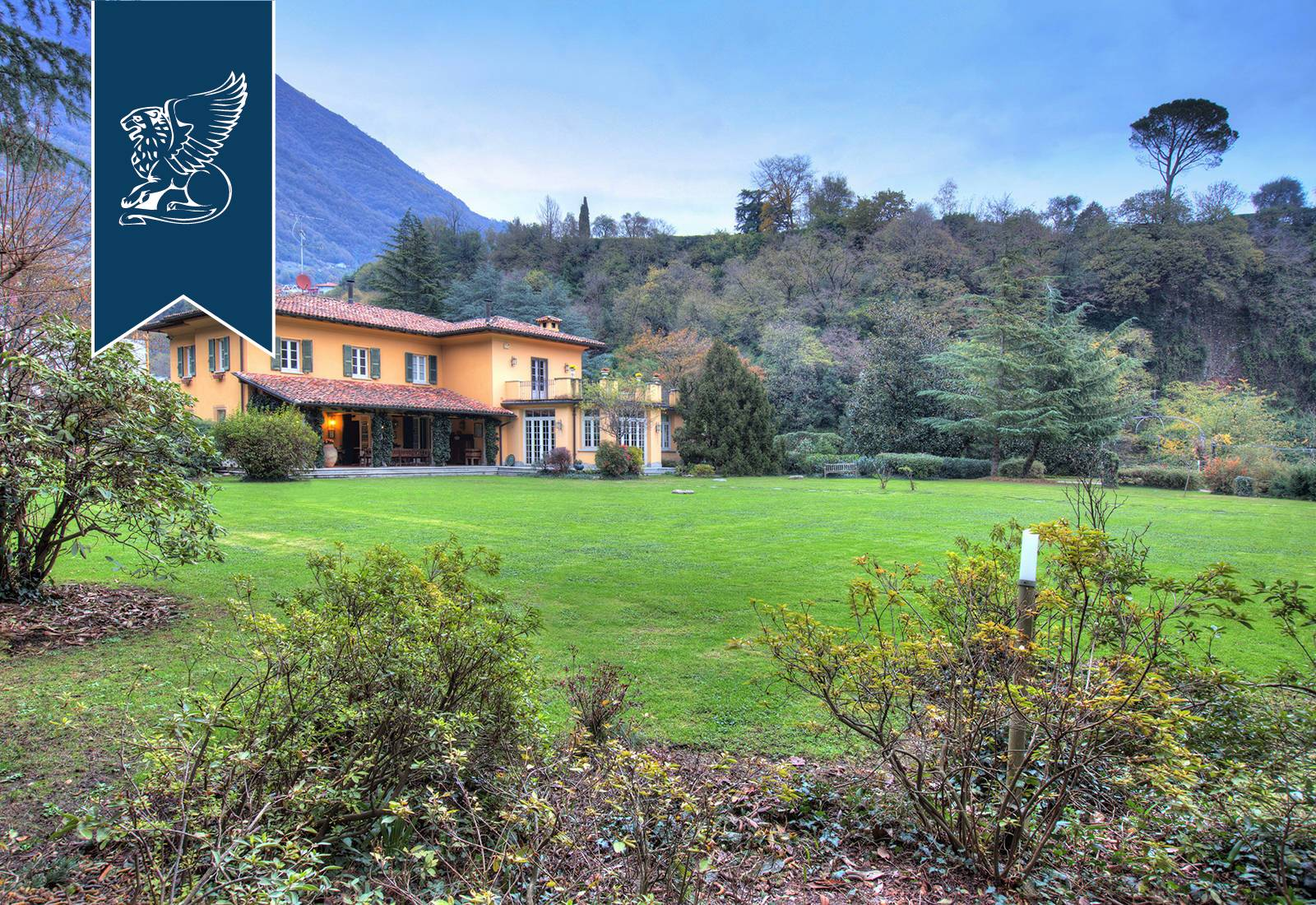 Villa in Vendita a Tremezzina: 340 mq