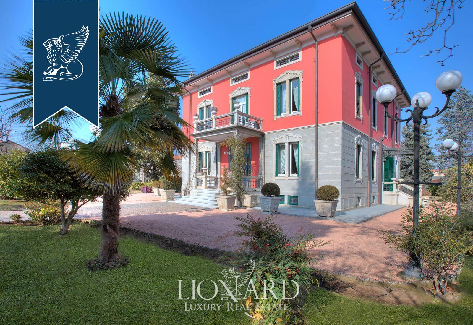 Villa in Vendita a Magnago: 560 mq  - Foto 1