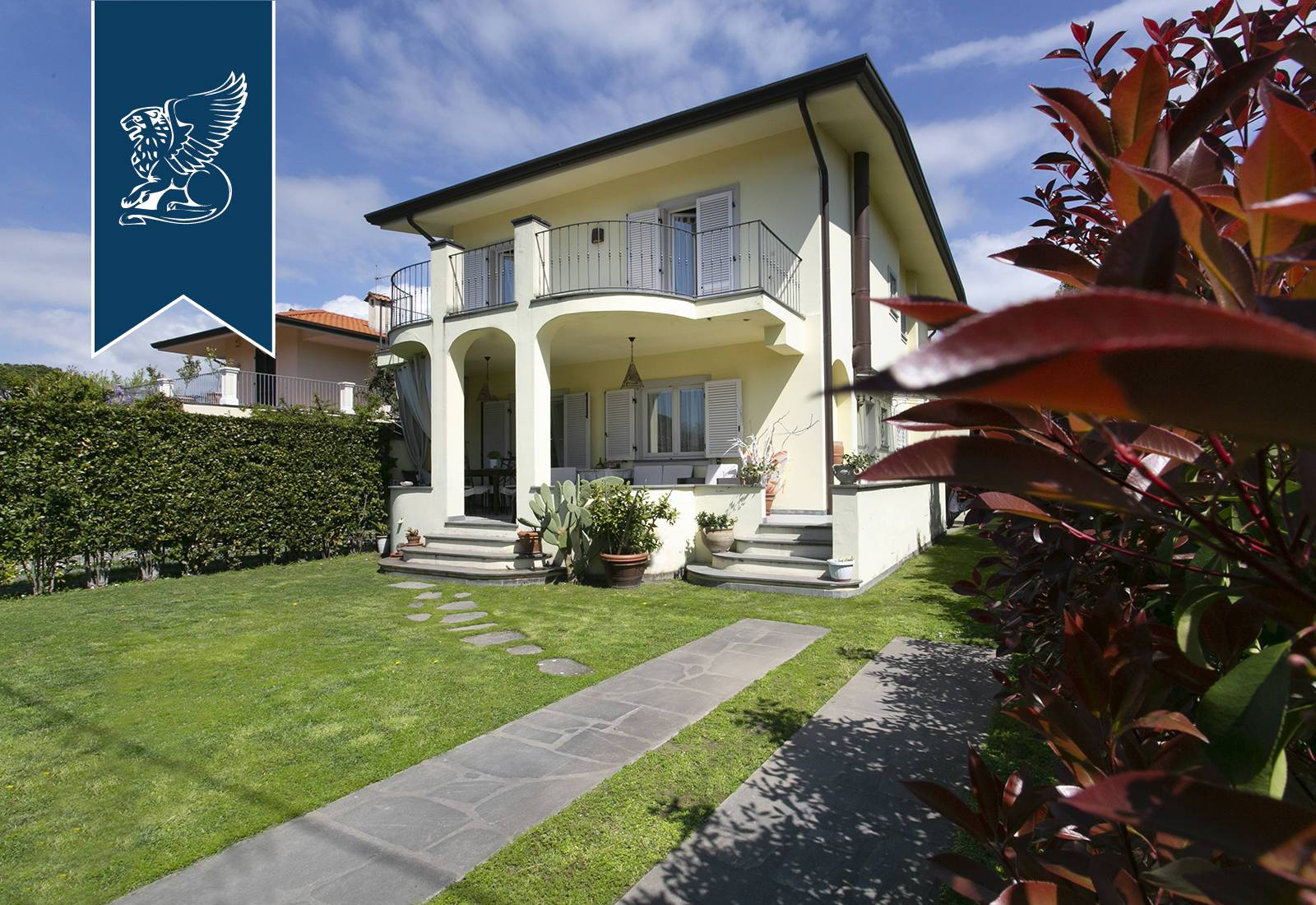 Villa in Vendita a Forte Dei Marmi: 220 mq