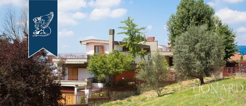 Villa in Vendita a Montecatini-Terme