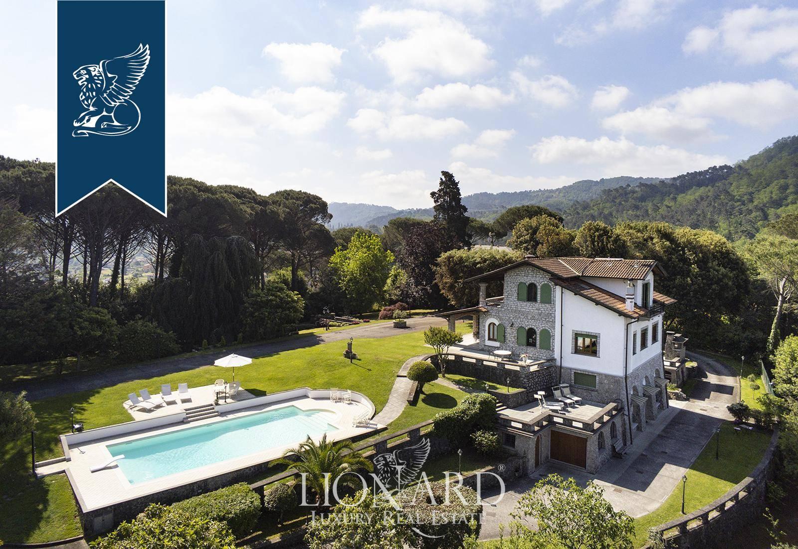 Villa in Vendita a Camaiore: 400 mq