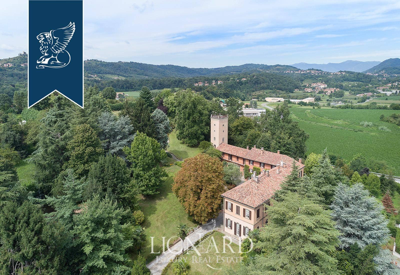 Villa in Vendita a Merate: 1100 mq