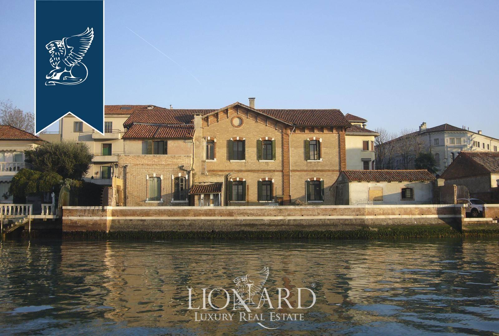 Villa in Vendita a Venezia: 720 mq