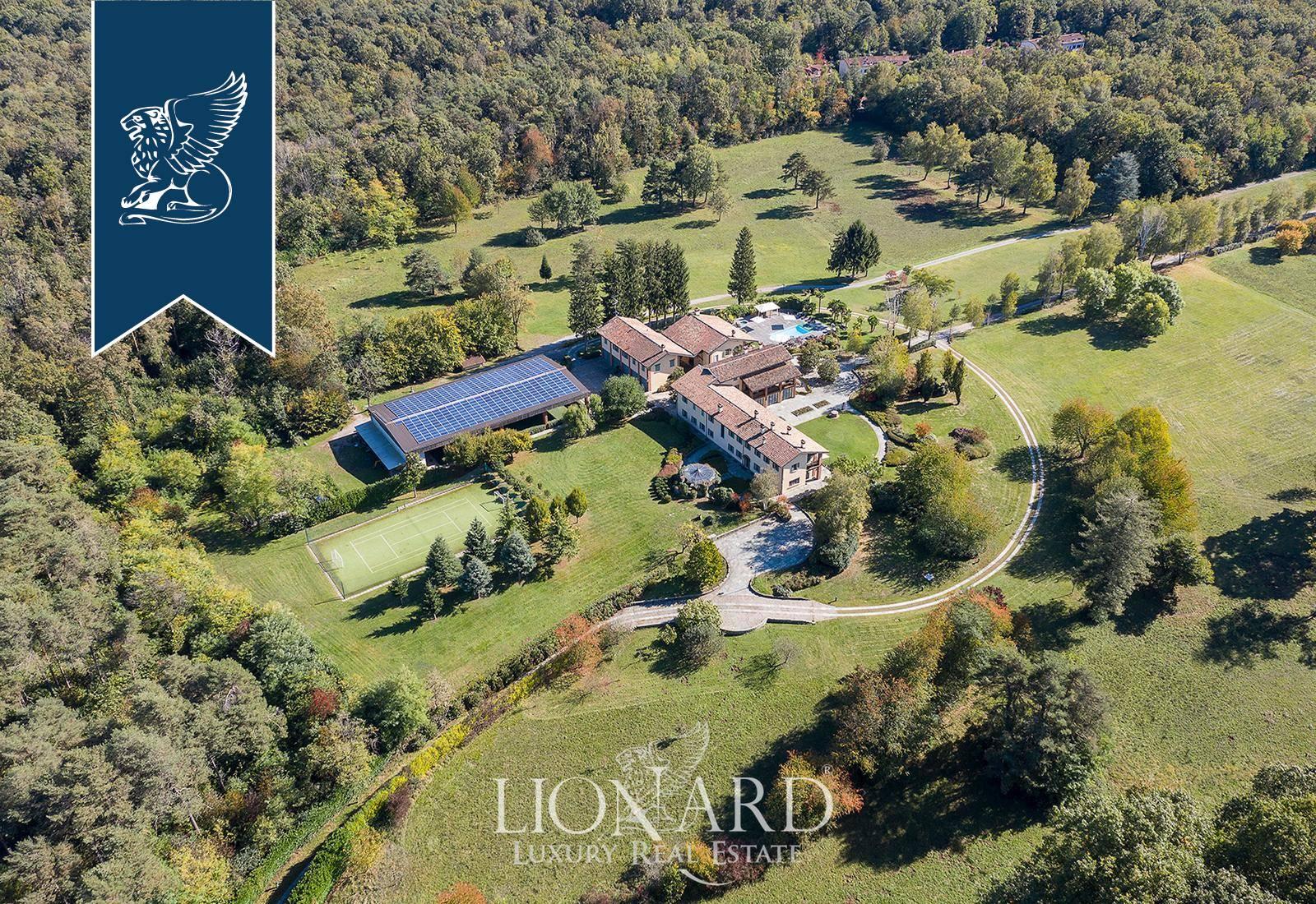 Villa in Vendita a Venegono Superiore: 3200 mq