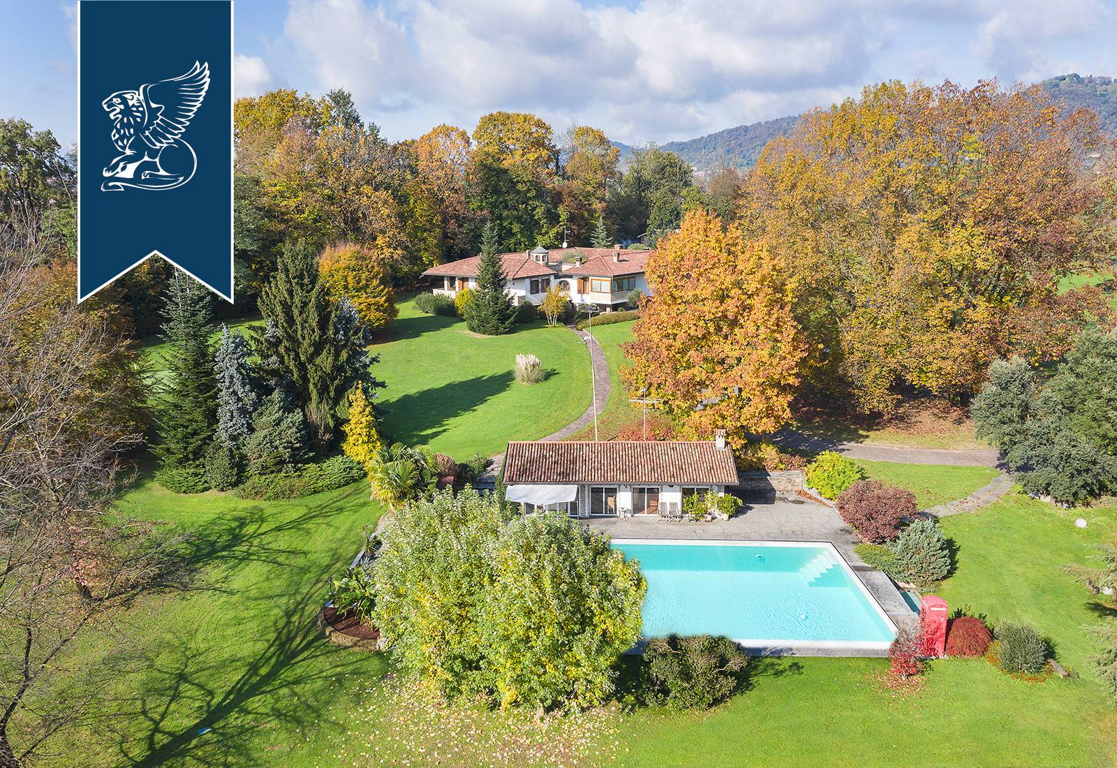 Villa in Vendita a Montevecchia: 900 mq