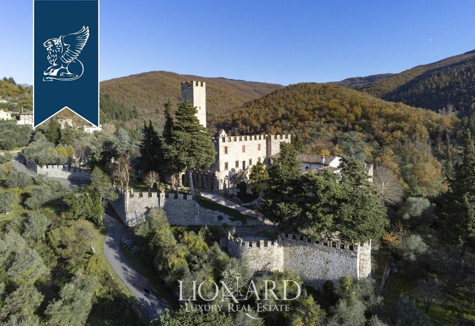 Villa in Vendita a Calenzano: 2700 mq