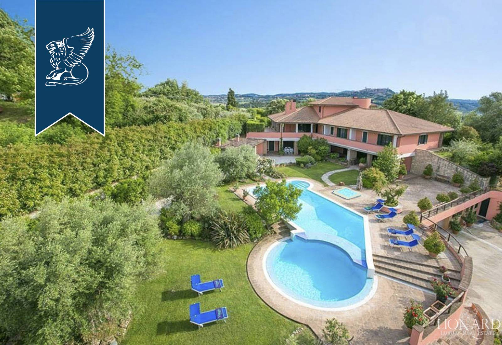 Villa in Vendita a Todi: 800 mq