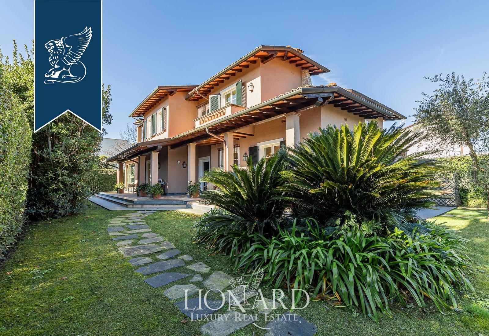 Villa in Vendita a Forte Dei Marmi: 288 mq