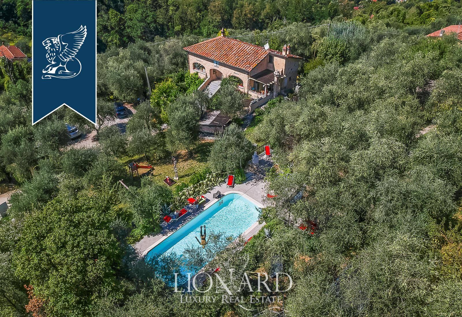 Villa in Vendita a Camaiore: 360 mq